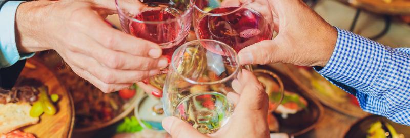 Hapjes en drankjes feestje organiseren